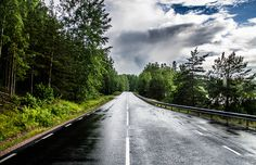 Empty road by Peter Heen