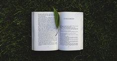 Nadčasová kniha Čtyři dohody od mexického spisovatele Dona Miguela Ruize už několik let inspiruje miliony čtenářů po celém světě. VČeské republice se povědomí otomto díle rozšířilo především zásluhou Jaroslava Duška. Pojďme si shrnout nejdůležitější poselství ztéto knihy vosmi myšlenkách: Dohoda první: Nehřešte slovem 1. Veškerá vaše magická moc se opírá oslovo. Pokaždé, když vyslovíte svůj…