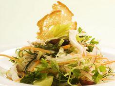 Traubensalat mit Hühnchen und Gemüse ist ein Rezept mit frischen Zutaten aus der Kategorie Gemüsesalat. Probieren Sie dieses und weitere Rezepte von EAT SMARTER!