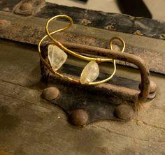 Bracciale in ottone battuto e pietre naturali di nunkicreation su Etsy