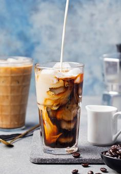 They are addictive: the best iced coffee recipes ever! - The perfect alternative for all caffeine junkies in summer: homemade iced coffee! It wakes you up a - Homemade Iced Coffee, Best Iced Coffee, Coffee Coffee, Coffee Drinks, Coffee Today, Coffee Cream, Coffee Photography, Smoothie Drinks, Coffee Recipes