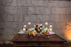 mesa noivos, casamento, flores, velas, móveis demolição, decoração delicada de casamento