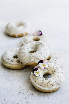 These gluten-free and vegan lemon poppy seed donuts are a delicious dessert that's loaded with lemony flavour and baked to perfection. These donuts then get topped with a sweet lemon poppy seed glaze for a healthy treat! Vegan Dessert Recipes, Donut Recipes, Gourmet Recipes, Free Recipes, Vegan Doughnuts, Healthy Donuts, Baked Donuts, Donuts Donuts, Vegan Cupcakes