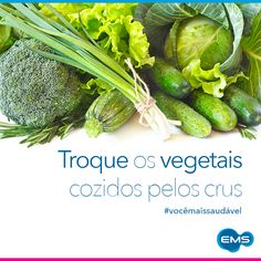 Gosta de salada? Consumir vegetais crus ajuda a diminuir a absorção de colesterol e a regular o organismo, pois são ricos em fibras! Alface, agrião, acelga, almeirão, rúcula, repolho... Tem uma infinidade de vegetais para você criar uma salada deliciosa! Bom apetite! #vocêmaissaudável
