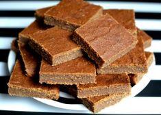 Daktylowo-bananowe kwadraty Cornbread, Kids Meals, Candy, Chocolate, Ethnic Recipes, Fit, Recipes, Millet Bread, Shape