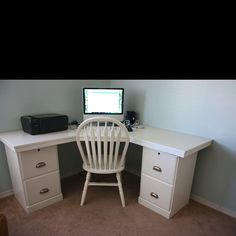 DIY desk. This would be a good idea for my dream of everything being something old that is refurbished