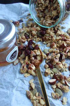 Granola med appelsin og geranium (Nasjonalgastro) Geraniums, Granola, Cereal, Models, Breakfast, Recipes, Food, Templates, Morning Coffee