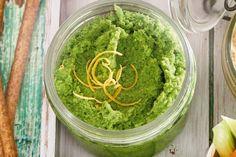 Met hummus kun je alle kanten op, probeer eens deze frisse variant met erwten en citroen - Recept - Allerhande