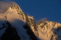 Der höchste Berg Österreichs, der Grossglockner (3.798 m) erstrahlt im ersten Morgenlicht
