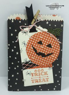 Stampin' Up! Mini Treat Bag Thinlits die, Sparkly Seasons Photopolymer Bundle; A Little Something stamp set. http://stampsnlingers.com/2015/10/04/stampin-up-mini-treat-bag-thinlit-for-halloween-and-wcmd/