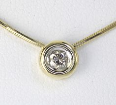 Diamond solitaire pendant necklace 18K yellow gold donut VS round brilliant .25C