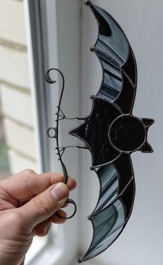 Horror decor for Halloween: Stained Glass Ornaments, Stained Glass Suncatchers, Stained Glass Designs, Stained Glass Projects, Stained Glass Patterns, Stained Glass Art, Stained Glass Windows, Mosaic Glass, Mosaic Mirrors