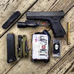 #glock 19 gen 4, #surefire x300 ultra, g17 mag for a reload (ammo is 147 gr Federal hydra-shok), #emerson EDC-1, #hinderer brass investigator pen, #multitasker series 3, #itstactical edc med kit, ITS Tactical Urban Kit.   #multitool #teamtasker #edc