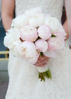 wedding bouquets. Love the garden rosees