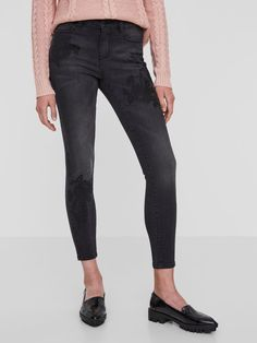 Z2018  Skinny fit ankle jeans | Embroidered flowers | Normal waist with belt loops | Button and zip closure | Pockets front and back | Stretchy quality | The model is 180 cm tall and wearing a size S/32