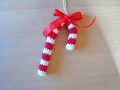 Candy cane pattern in Danish Christmas Toys, Christmas Knitting, Christmas Candy, Christmas Wreaths, Christmas Decorations, Christmas Ornaments, Holiday Decor, Crochet Food, Diy Crochet