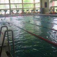 """Малки плувци се впускат в надпревара на басейн """"Младост"""" в Пловдив"""