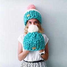 Knitting Patterns Hat Helsinki Hat, Super chunky hat with pom pon, Chunky Hat, Super Bulky Hat, Knit Hat. Knitted Blankets, Knitted Hats, Crochet Hats, Hand Knitting, Knitting Patterns, Sombrero A Crochet, Chunky Wool, Knit Beanie, Pom Pon