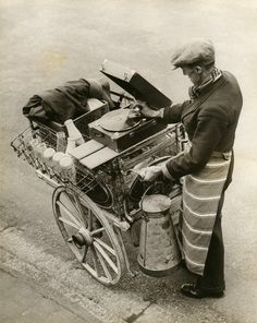"""A Musical Milkman . This music certainly does go round and arund, for this Kentish milkman apparently has an ear for music and so carries a portable gramaphone on his milk waggon [.sic] to brighten up his daily work. Old Pictures, Old Photos, Vintage Photos, Rare Photos, Wayne Miller, Inge Morath, Memes Arte, Musica Disco, Candy House"