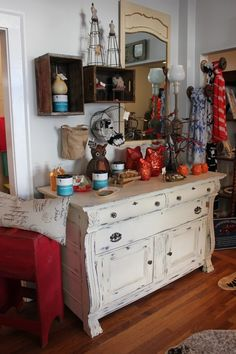 Sometimes re-purposed furniture is even more chic than new!