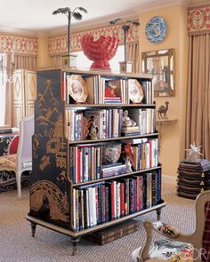 Bookcase as room divider! Jazz up the sides yourself to save moola Bookcase Design Ideas From Elle Decor Elle Decor, Bookcase Styling, Home Libraries, Chinoiserie Chic, Kallax, Decor Room, My New Room, Future House, Bookshelves