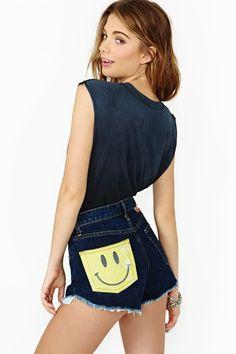Smile Back Cutoff Shorts SO QUEREWMOS TE VER FELIZ