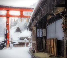 「嵯峨鳥居本 冬浪漫 . 京都 奧嵯峨野 鳥居本(平野屋) . Toriimoto Old Town Kyoto Saga Sagano / kyoto.Japan . 2015.2.1 . . 今週末は京都も雪が降る可能性が大きいと思います。 雪景色の京都を撮ろうと沢山の写真家が計画を立ててると思います。…」