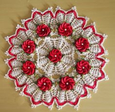 THE crochets OF ELSA: Ideas for Christmas 10 - Centerpiece Flower with Faux Hawk