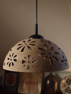 lustr keramický - KYTKY keramický lustr, průměr 30 cm, cena bez elektrické šňůry(je možné dokoupit opletený el. závěs - viz. foto na profilu; cena 300kč)