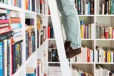 Style crush: The pros and cons of library ladders Library Ladder, Cheap Kitchen Cabinets, Dream Library, Study Design, Modern Windows, Modern Pictures, Wood Ceilings, Bedroom Loft, Ladders
