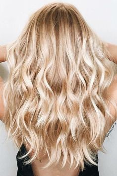 Champagne Blonde hair color blonde Warm Blonde Hair Shades Perfect for Brightening Your Locks This Spring Blonde Hair Shades, Blonde Hair Looks, Golden Blonde Hair, Summer Blonde Hair, Dying Hair Blonde, Ombré Blond, Neutral Blonde Hair, Brown Blonde, Blonde Wavy Hair