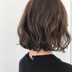 秋は、カジュアルなのに可愛い♥ボブ×パーマヘアがおすすめ!|ビューティーナビ Medium Hair Styles, Curly Hair Styles, Chin Length Hair, Hair Arrange, Short Wavy Hair, Long Bob Hairstyles, Hair Affair, Love Hair, Hair Lengths