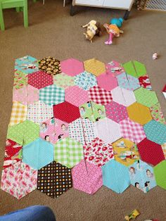 How to make a hexagon quilt with half hexies – free quilt pattern ... : half hexagon quilt - Adamdwight.com
