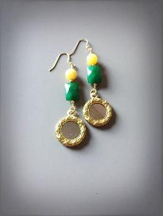 Orecchini lunghi, orecchini pendenti con pietre dure, orecchini con specchi, orecchini siciliani, orecchini con agata verde e agata gialla di LesJoliesDePanPan su Etsy