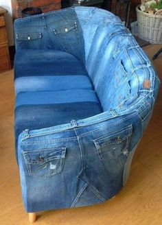 A sofa made of jeans - Diy Craft Ideas 35 ridiculous diy fails that are so terrible Ein Sofa aus Jeans - just luxus Random Super Pictures From The Interweb 569 - Wtf Gallery Blue Jean Couch: This looks really comfy. I wonder if you can store stuff in the Denim Furniture, Upcycled Furniture, Furniture Ideas, Cardboard Furniture, Diy Cardboard, Sofa Furniture, Pallet Furniture, Diy Jeans, Artisanats Denim