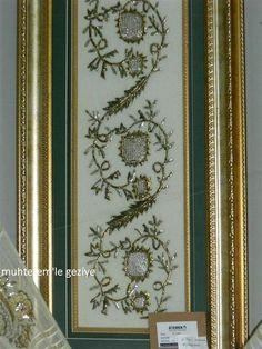 Muhterem'le Geziye: 2011 İSMEK FESHANE SERGİSİ-TEL KIRMA Beaded Embroidery, Cross Stitch Embroidery, Hand Embroidery, Bargello Patterns, Islamic Paintings, Border Pattern, Satin Stitch, Jewelry Crafts, Mosaic