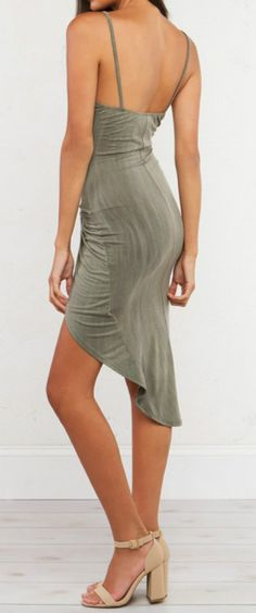This dress is the best way to combine sexiness with sophistication. Match a pair of nude high heels to prepare for party.