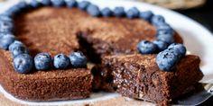 Min datter bakte denne HIMMELSK gode browniekaken til meg! Norwegian Food, Norwegian Recipes, No Bake Desserts, I Love Food, Chocolate Cake, Cravings, Healthy Snacks, Cake Recipes, Recipies