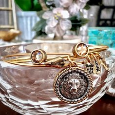 ♥Intrépide Lion Bangle Bracelet with Topaz Crystal Cuff Bangle Bracelet♥ 25% off with AMAZING 2017 Promo code! https://bbeni.com/…/bracelets-de-charme/products/intrepide-… https://bbeni.com/…/bracel…/products/topaz-crystal-gold-cuff #bracelets #jewelry #fashion #charmbracelets #cuffbracelets