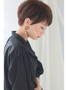 アシメワイドバング×大人ノーブルショート - 24時間いつでもWEB予約OK!ヘアスタイル10万点以上掲載!お気に入りの髪型、人気のヘアスタイルを探すならKirei Style[キレイスタイル]で。