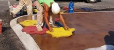 How to stamp concrete, A step by step guide to stamping concrete. Learn the basics from start to finish on concrete stamping. Diy Stamped Concrete, Stamped Concrete Patterns, Concrete Slab, Concrete Stamping, Concrete Patios, Flagstone Patio, Down On The Farm, Diy Home Improvement, Home Repair