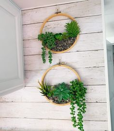 I need your help! For the top of our kitchen, I found the perfect cutting board with wise, but it ended up being too short and only… Garden Wall Planter, Motorhome Interior, Garden Deco, Small Succulents, Glue Gun, Cool Diy Projects, Faux Flowers, Autumn Home, Outdoor Fun