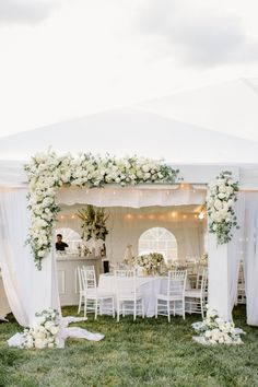 """I am truly, madly, deeplyin love with this wedding. With the help ofStephanie Bradshaw, the Bride'svision for a wedding with """"a touch of equestrian and all-white"""" came together in the most stunningway. The private estate, a horse racing farm nestled in"""