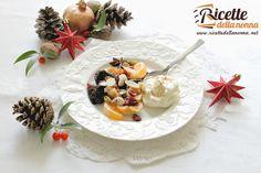 La macedonia spezzata di frutta secca e mousse alla ricotta è un perfetto dessert da preparare per il cenone di Capodanno. Semplicissima da preparare ma di sicuro effetto.