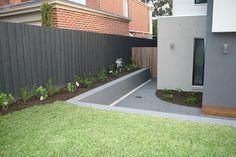 Wood Fence Styles Ideas [Best of Wood Fence Designs] Grey Fence Paint, Fence Paint Colours, Roof Colors, Exterior Color Schemes, House Color Schemes, Exterior House Colors, Exterior Paint, Fence Landscaping, Backyard Fences