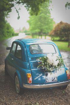 Sobriété et élégance : voilà ce qu'on aime dans les mariages ! #voiture