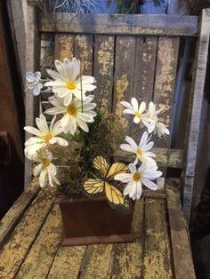 Primitive-Wooden-Candle-Box-Arrangement-Daisies-Spring-Cupboard-Tuck