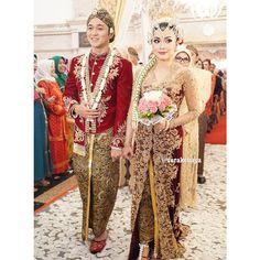 Instagram media by verakebaya - @ednaja & @amalrachim ... #wedding #weddingday #jawa #velvet #weddingdress #kebaya #beskap by #verakebaya ❤️