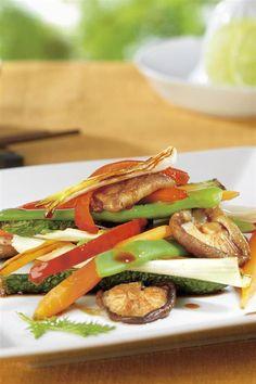 cenas sanas verduras al dente. Wok de verduras al dente Vegan Life, Caprese Salad, Wok, My Recipes, Food Porn, Food And Drink, Chicken, Cooking, Halloween