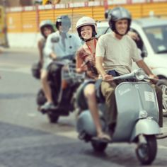 Planning your trip in Italy? Imagine where you might be... dearoma.it/en/vespa-tour